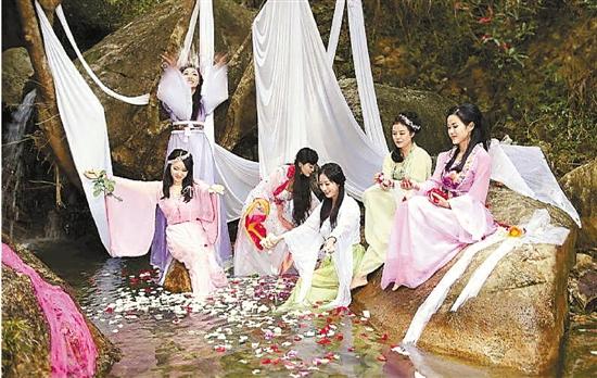 温州6女子生日派对扮仙女 网…