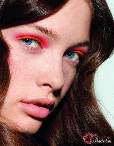 提升妆容层次感 巧用霓虹色打造春夏美妆