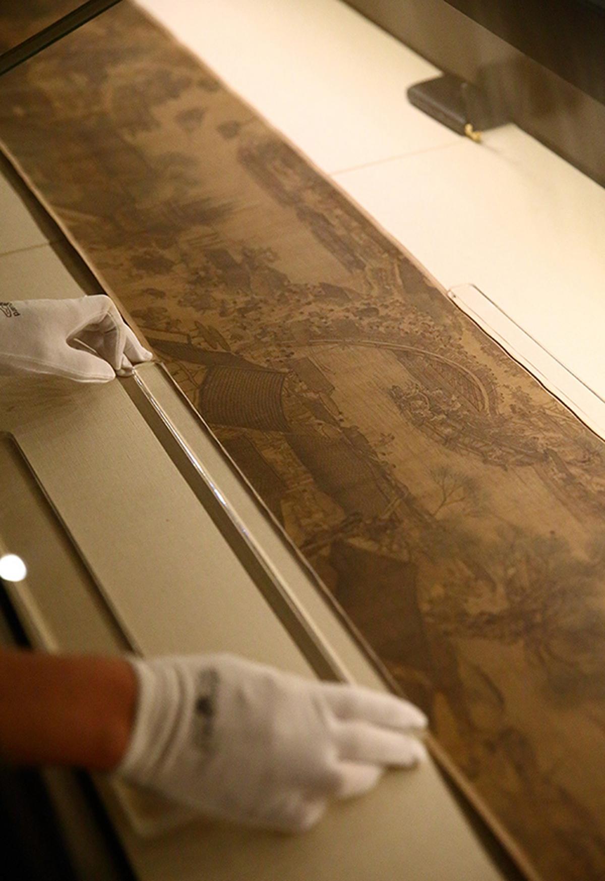 """为庆祝建院90周年,故宫博物院于2015年9月8日至11月8日推出""""石渠宝笈特展"""""""