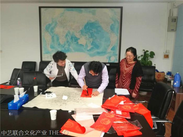 叶建华 国家一级书法师为2018年新春书写春联