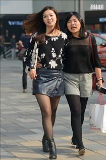 街拍:北京潮女的性感黑丝魅力!(组图)