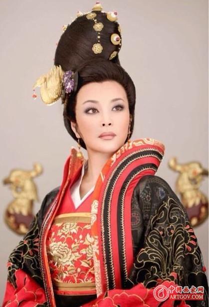 唐朝女性服饰比现代人讲究 一件衣服常做上几年